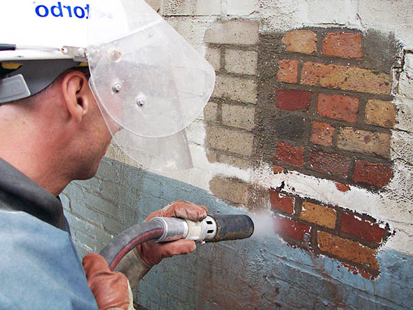 очистка фасадов и кирпича от высолов и других загрязнений