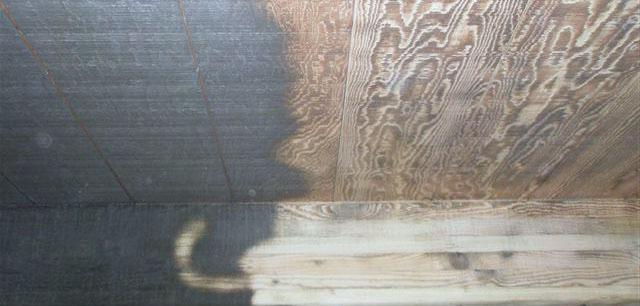 Процесс очистки деревянного дома сода бластингом